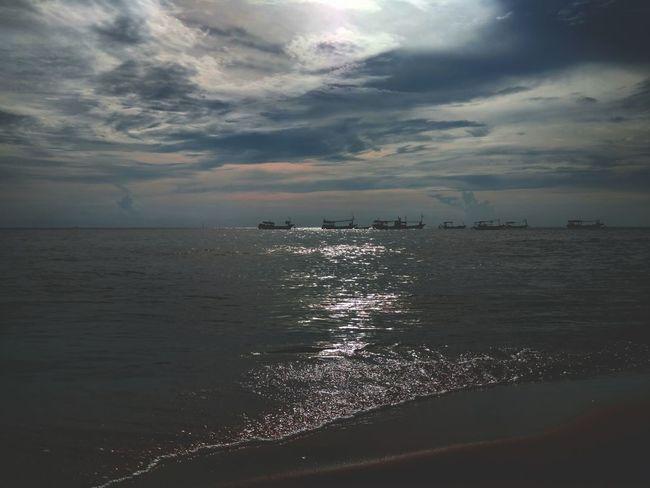 沙灘邊的日落 Sea Beach Water Horizon Over Water Cloud - Sky Sunset Travel Destinations Sand Landscape Nature Backgrounds Tranquility Scenics Summer Dramatic Sky Tourism Sky Vacations Reflection Environment