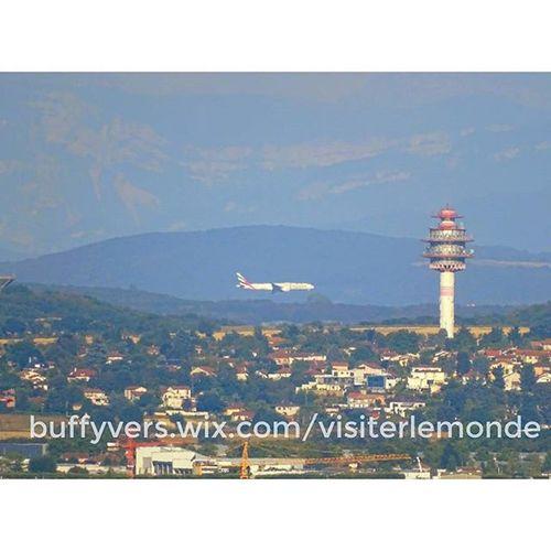 Aeroport Saintexupery Stexupery de Lyon sur fond des montagnes des alpes onlylyon ilovelyon igerslyon aeropuerto alps montblanc avion plane voyage travel traveling tourism business affaire