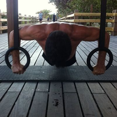 Do you want to challenge your upper body? My client performs pushups with Olympic Rings, the challenge comes when adding balance and allowing full range of motion! Exit Comfort Zone! Miami Fitness Exitcomfortzone Rings bodyweight core