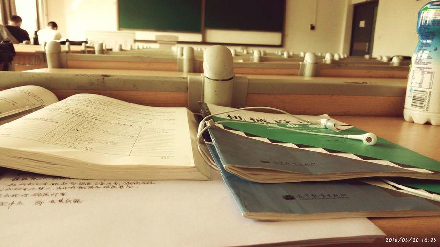 享受大学宁静的下午