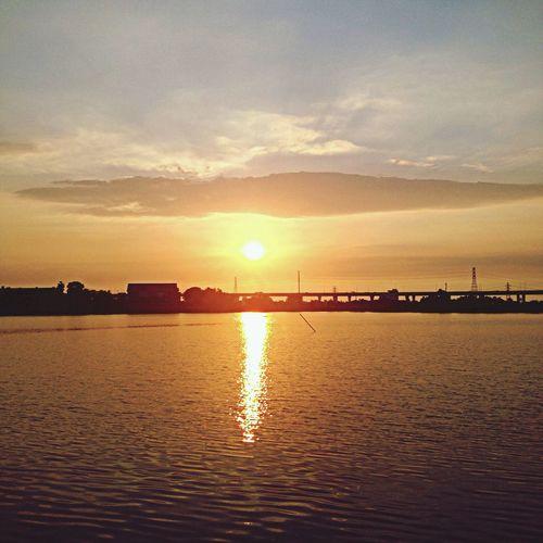 車水馬龍的城市裡,也有著美麗的風景!隨著時間改變著上獨一無二的色彩~