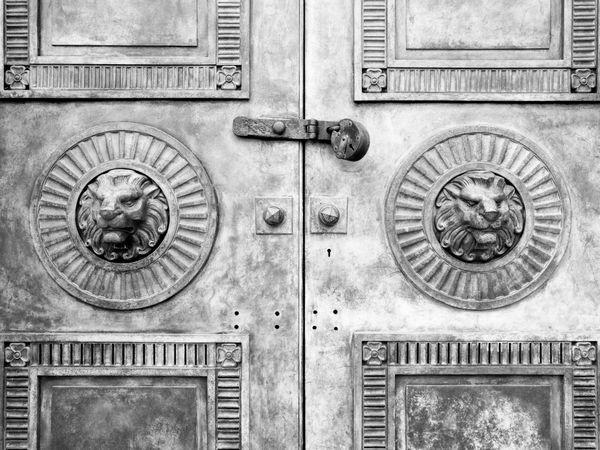 Doors No People Outdoors Clock Face Minute Hand Day Doors