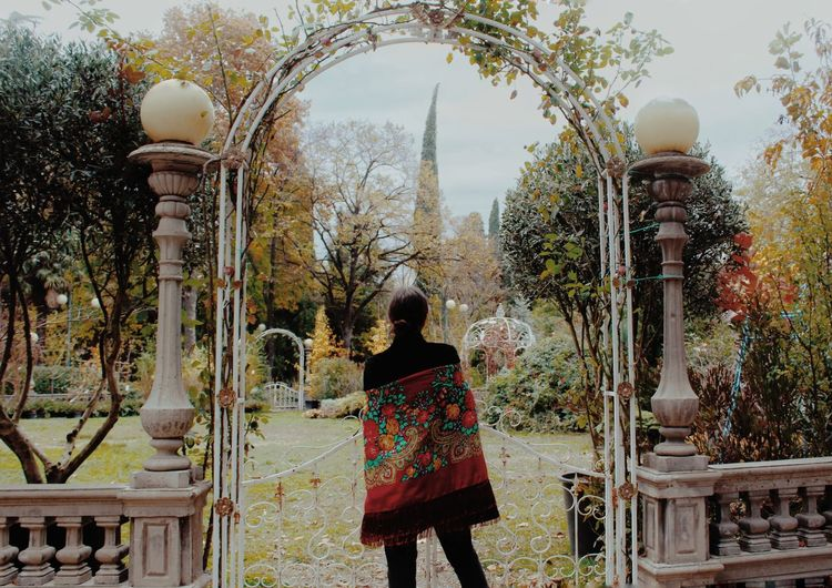 Women Girl Oldstyle Vintage Autumn Autumn colors Garden Photography Garden Beauty In Nature Girls Model Old-fashioned Travel Alone Beaytiful Daydreaming Dreaming Nature Nature Photography People People Photography Photography Photo Photooftheday Blog Gate City Gate Cemetery Memorial Historic