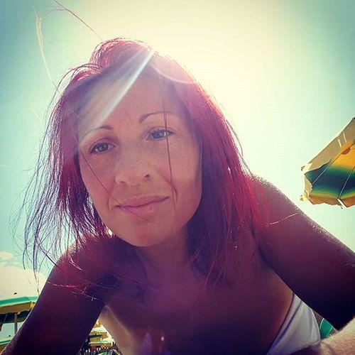 Selfie 😕 Selfieonthebeach Me Seasideitaly Onthebeach Summertime Estate Summer Selfie ✌ Haircolour Haircolor Selfie Redismycolor Redhair Redhead Selfies Red Hair RedHAIR ❤