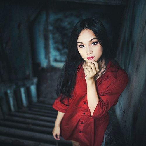 Art Hanging Out Fashion&love&beauty Red Roses Makeup Make Magic Happen Vietnamesegirl Beautiful Girl Catching A Sunlight Old Thing