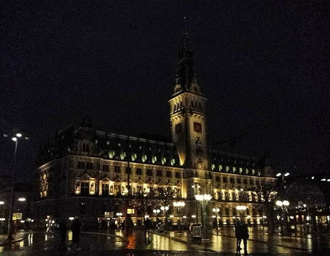 Rathaus by night. Interrail2016 Interrailers Hamburg Germany Neverstopexploring  Nursesonrail Interraileu Rathausplatz