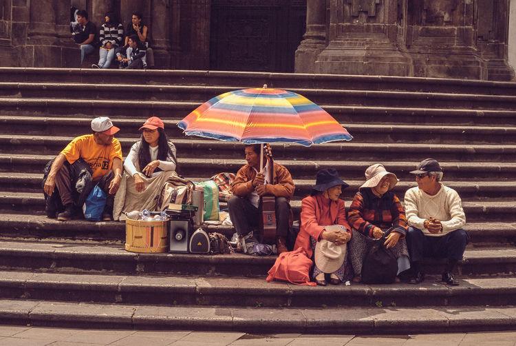 Musicos callejeros en Quito. Quito Ecuador Stairways Street Photography Street Musicians Everyday Latinamerica Latinoamerica Latinamerican Photography Fotografia De Viaje Fotografia Latinoamericana Fotografía Urbana Fotografía Urbana Plaza De Armas