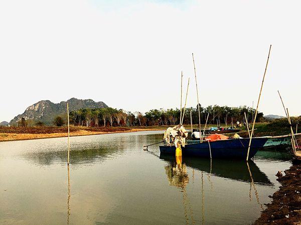 Taking Photos Landscape_photography Karyarepublic Lakeside Boats Mountain View TimahTasohLake Perlis