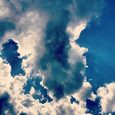 I céu hoje está lindo. Amo muito tudo isso. Clouds Cloud Cloudporn InstaTags4Likes skysnappers weather sky skies skyporn cloudy skyart instacloud instaclouds instagood nature beautiful gloomy skyline horizon overcast instasky epicsky crazyclouds photooftheday cloud_skye skyback insta_sky_lovers iskyhub
