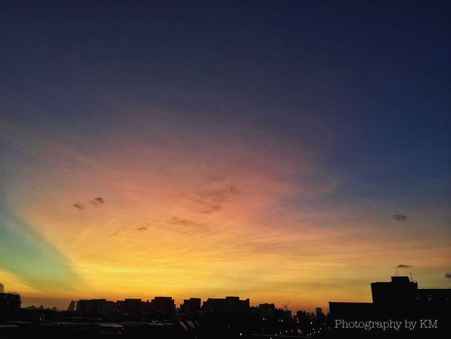 Singapore's Jan Sunset Sunset Sunset #sun #clouds #skylovers #sky #nature #beautifulinnature #naturalbeauty #photography #landscape Cloudporn Sky Castle Sun_collection, Sky_collection, Cloudporn, Skyporn Sky And Clouds EyeEm Nature Lover