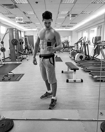 ジム中、俺が借りパクみたいなー😁 Fitness Gym 健身 記錄 Abs Shoulder Day Selfie ナルシスト 俺 Muscle Training 근육 대만