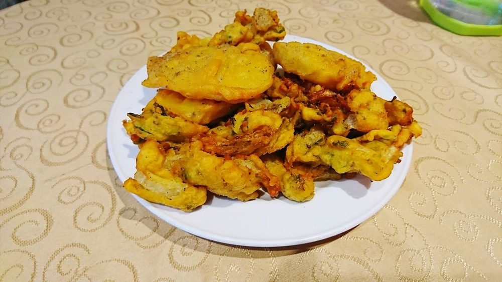 Plate Food Food And Drink No People Indoors  Ready-to-eat Healthy Eating Close-up Freshness Day Indiansnacks Pakoda