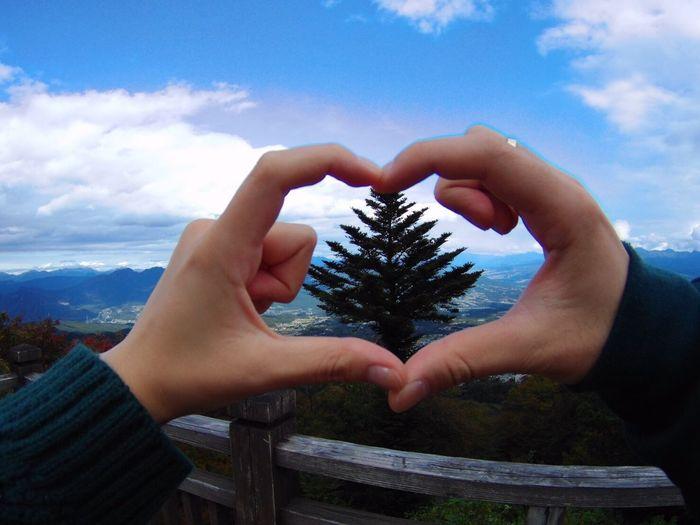 榛名山 Tree Cute 晴天 空 はーと はーと 車旅 カップル 峠 榛名山 榛名 群馬 絶景 Human Hand Hand Sky Human Body Part One Person Tree Cloud - Sky First Eyeem Photo