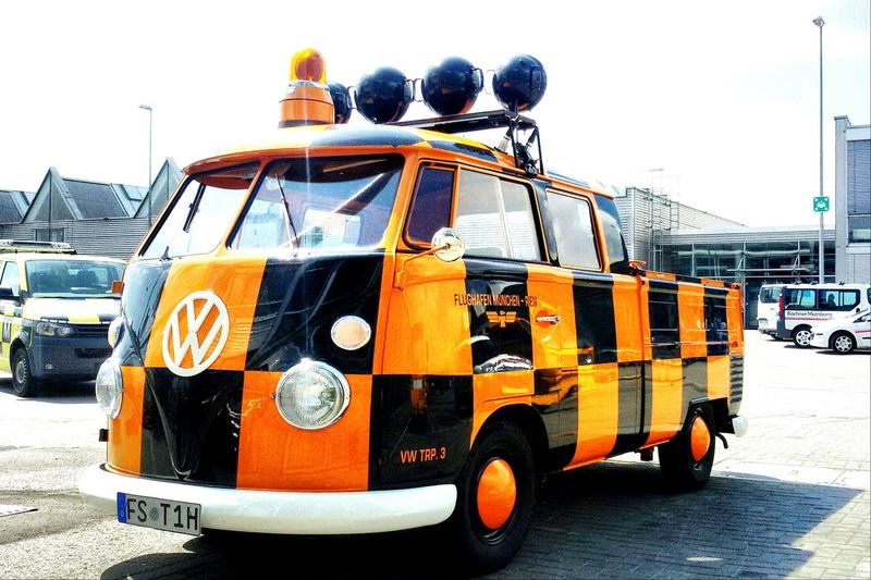 Starting A Trip Hello World Airport On The Run Bully VW T1 Followme Retro Old Vw Volkswagen
