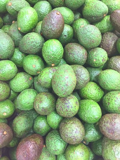 Aguacate Gauss. 2019. Aguacate Guacamole Full Frame Backgrounds Food And Drink Food Healthy Eating Green Color Abundance Large Group Of Objects Wellbeing Freshness No People Still Life Close-up Indoors  Fruit Directly Above Repetition High Angle View Market For Sale