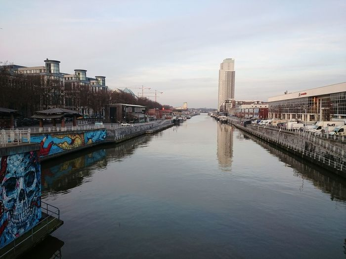 Canal Bruxelles during the day