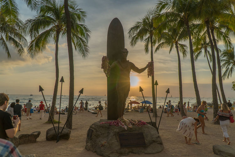 Palm Tree Tree Sunset Travel Tranquility Vacations Beach Nature Sea Outdoors Sky Postcard Honolulu, Hawaii Waikiki Sunset Statue Adapted To The City Travel Sony A6300 EyeEmNewHere First Eyeem Photo EyeEm Best Shots EyeEm Best Edits Kalakaua Ave No People Travel Destinations The City Light