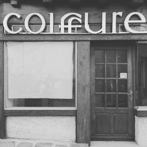 Closed cause retraite Coiffure Salondecoiffure Vintage Enseigne Noiretblanc Blackandwhite