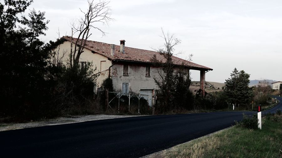 Old house Scenics Windows Ruins Old Architecture_collection Italy Inspirational High Angle View Architecture Tree Built Structure Building Exterior Plant Sky Road House No People Outdoors The Way Forward