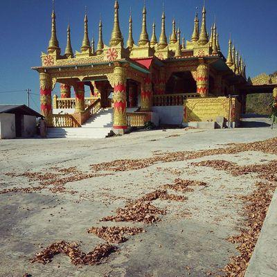 I won't add any water- mark as 'ZawTH' in this pic. ZawTH လို႕ ေရစာမထိုးေတာ့ပါ။ Mandalay Myanmar Burma Winter Hill Temple Monastery Vscocam Vscomyanmar Igers Igersmyanmar Igersmandalay Burmeseigers @ဆည္ေတာ္ေတာင္