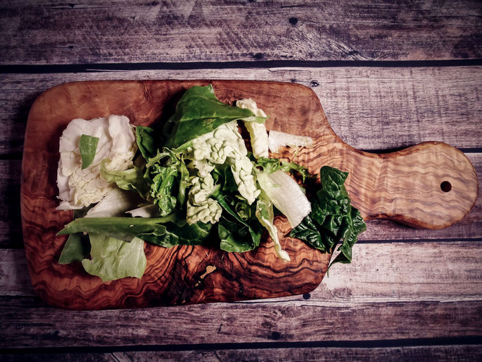 Food And Drink Wellbeing Healthy Eating Food Vegetable Wood - Material Freshness Indoors  Directly Above Green Color No People Still Life Lettuce High Angle View Table Raw Food Close-up Cutting Board Green Leaf Vegetable Herb Vegetarian Food