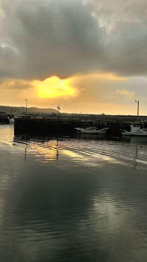 Enjoying The Sun 夕陽下的內北漁港 Hi!