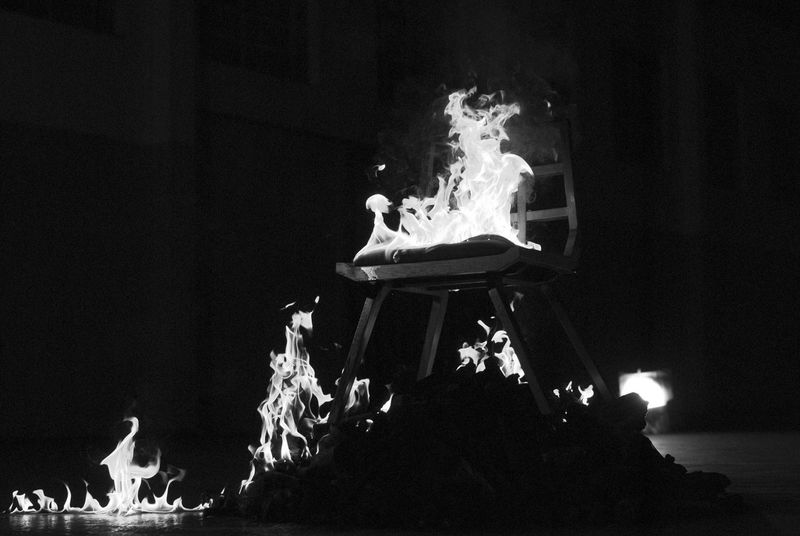 Preto & Branco Blackandwhite Burning Conceito Conceitual Fire - Natural Phenomenon Flame Heat - Temperature Indoors  Night Sculpture first eyeem photo