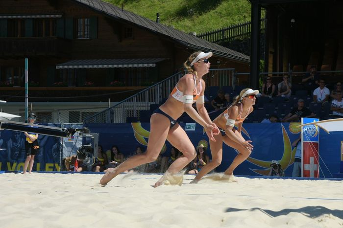 The Color Of Sport Full Length Young Women Togetherness Fun Outdoors Practicing Summer Beachvolleyball Volleyballplayer Volleyball Tournament Volleyball Dramatic Angles The Photojournalist - 2016 EyeEm Awards