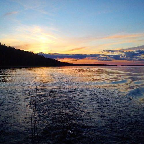 Возвращаемся в лагерь)) Закат плывем рыбинка