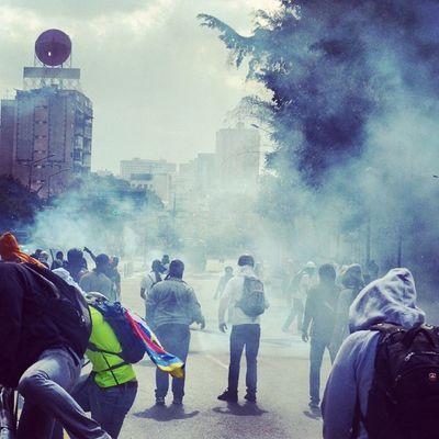 1M 1marzo Chacaito Venezuela sosvenezuela ResistenciaVzla sos laverdad estudiantes gobiernocorructo prayForVenezuela fuerza elquesecansapierde marcha guarimba resistencia capuski laluchasigue gnb lacrimogenas calle estudiantes