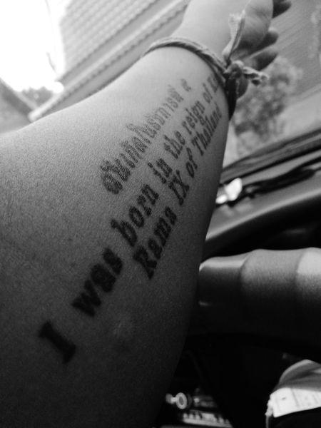 """ฉันเกิดในรัชการ(ล)ที่๙ """"ขณะที่เราตั้งใจทำก็ยังเกิดข้อผิดพลาดได้เลย"""" แต่มันก็ไม่สำคัญเท่าไรมันขึ้นอยู่ว่าเรารักที่จะทำมันรึป่าวแค่นั้นเอง Tattoo RAMA9 I Love King"""