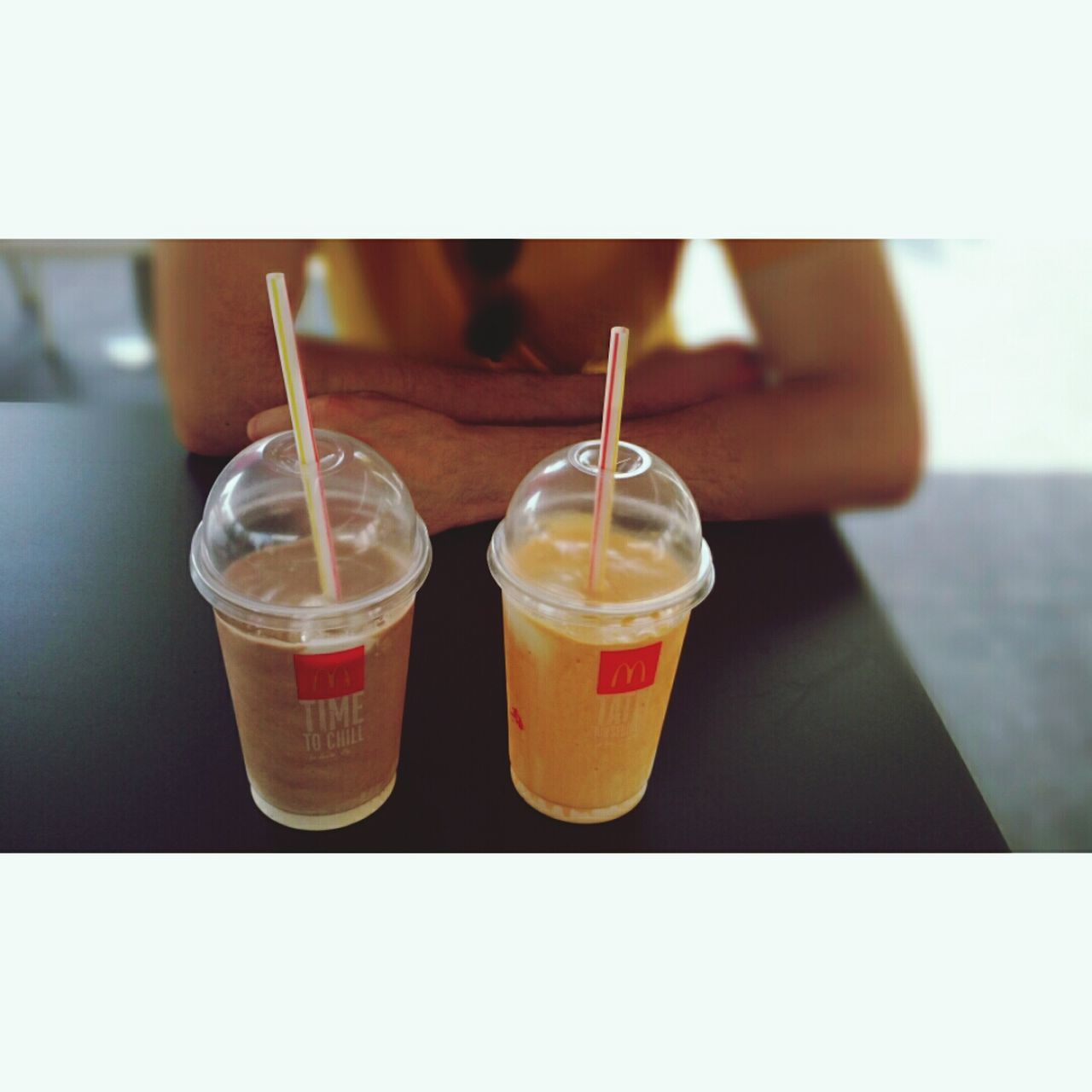 drinking straw, drink, food and drink, refreshment, human body part, human hand, disposable cup, freshness, women, real people, one person, indoors, close-up, lifestyles, day, people