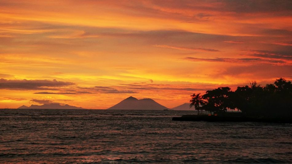 Sunset at other side of Sambolo Beach, Banten. Mountain View Krakatau Petualangcemen Travel Destinations Travel Photography Traveling Wonderful Indonesia Sunset Sea Sky Beach Sunset_collection Sunset_captures Sunsetphotographs Sky_collection Sky And Clouds Landscape_Collection Landscape_photography Sambolobeach Sunset And Clouds  Sunset Silhouettes Orange Color Silhouette Cloud - Sky No People Tranquil Scene Tranquility Scenics