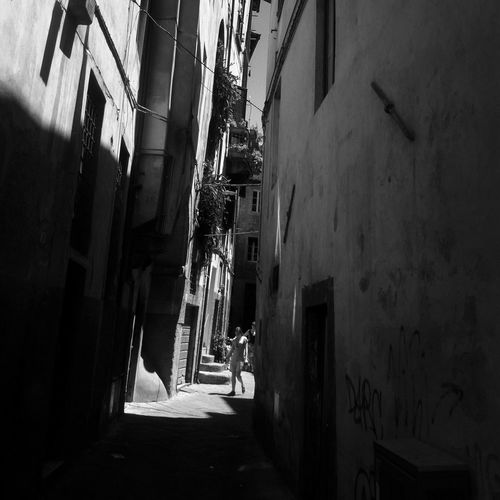 In The Street of Lucca, Italia IPhoneography Mobileart NEM Black&white AMPt_community The Minimals (less Edit Juxt Photography)