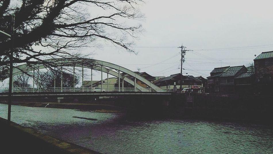 浅野川 天神橋 金沢市を歩くシリーズ 雪のない年末 夕方ふぇち Ishikawa, Japan Relaxingtime Kanazawa,japan No People Built Structure Sky Architecture Day Outdoors Water Tree