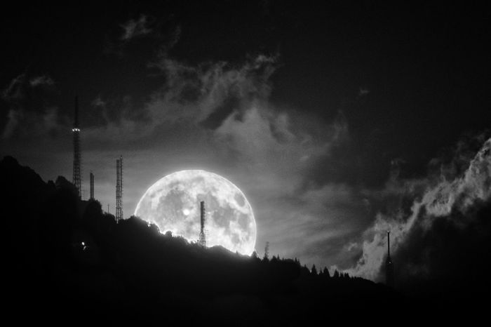 Valcava Lc Luna Nighyphotography Full Moon Night  Fullmoon Valcava Italy Sony A6000 A6000photography A6000#sonya6000 Astronomy Moon Tree Silhouette Sky Planetary Moon Astrology Astrology Sign Moon Surface Full Moon Half Moon Moonlight Space And Astronomy Space Exploration A New Beginning
