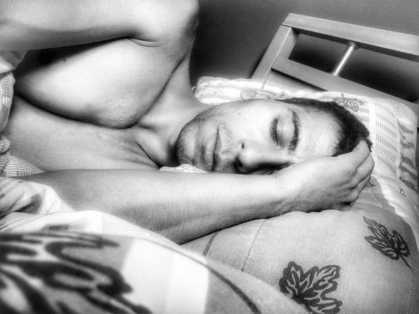 That's Me Sleeping Gayguy Blackandwhite Relaxing Taking Photos Ispirations