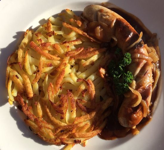 Food Hashbrowns Indulgence Kalbsbratwurst Lebensmittel Meal Mittagessen Onion Gravy Rosti Veal Sausage Zwiebelsauce