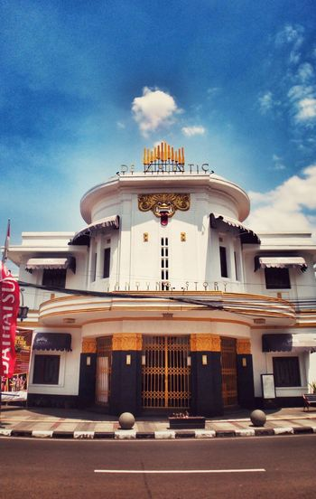 De Majestic Theater, Bandung Story. Architecture History Arts Culture And Entertainment No People Taken With Infinix Zero 4 Phone Photography Phone Camera Phonecamera Leisure Activity EyeEmNewHere Phoneography Building Exterior City Street Cityscape PhonePhotography Smartphone Photography Art Culture And Entertainment Old Building  Street Photography Art Museum Old Building  City Life Travel Destinations Old Building  Outdoors