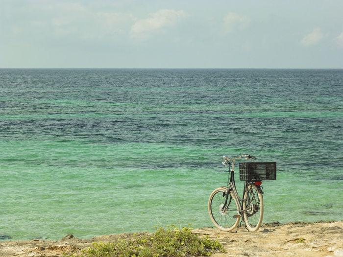 bike at the beach Beautiful Copy Space Fahrrad Formentera Freizeit Holiday Mediterranean Sea Nature Textfreiraum Travel Urlaub Vacations Beach Bicycle Bike Copy-space Horizon Island No People Nobody Ocean Sea Tourism Turquoise Vacation