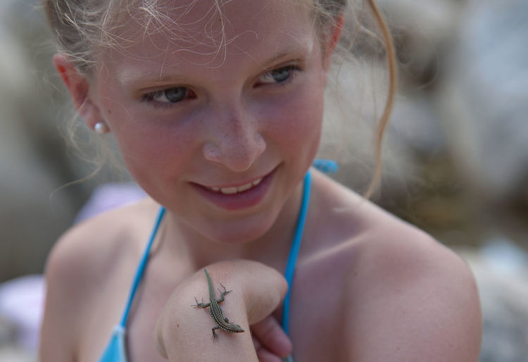 The girl and the lizard Corse-du-sud Blond Hair Child Corse Corsica Curiosity France Girl Happiness Lizard Nikon One Girl Only One Person Outdoors Picines Naturelles De Cavu Portrait Reptile Smiling Traveling Tyrrhenian Wall Lizard Vacation Wildlife Miles Away Shallow Depth Of Field Bokeh