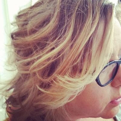 Somedays all you need is a Blowout to make you feel amazing. This Beautifulblonde bob only need some kinks and bends Blowoutoftheday Hairstyle hair curls