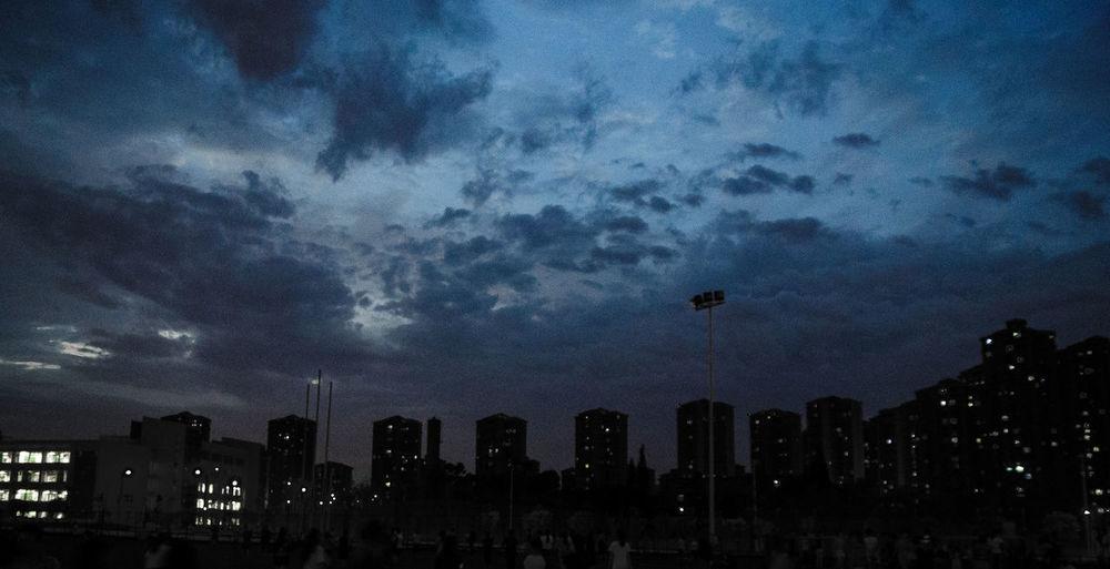 成都难得的好天气Cityscapes Light And Shadow City Life Lightroom Cc University Life Universitylife My Student Life Citys At Night Night Of City Nightphotography Sky