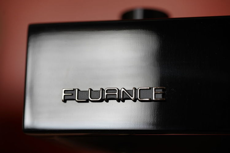 Fluance reference Table Close-up Turntable Detail Plinth Deck RT83 Black Ausio Fluance Luxury HiFiPhotographia Audiophile