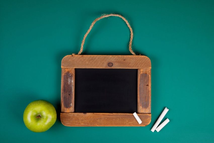 EyeEm Selects Still Life Green Color Fruit Indoors  No People Apple - Fruit Table Granny Smith Apple Close-up Healthy Eating Freshness Day Back To School School Education Study Blackboard  Student Chalk Learning Copy Space Concept