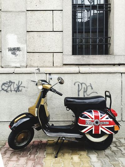 Vespa Vespavintage British Flag British Gold Wheels Urbanphotography Streetphotography Scooter Vintage Taking Photos Union Jack Union Flag