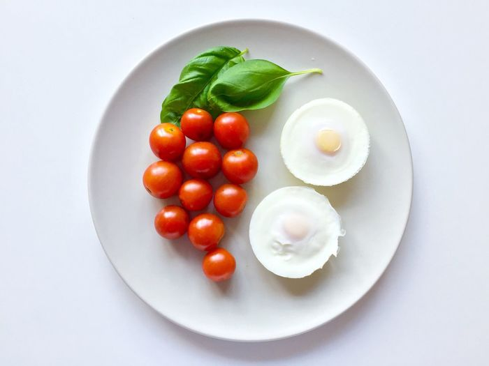 Oddly Satisfying 😜 Food Plate Food And Drink Tomato Healthy Eating Freshness Vegetable Ready-to-eat White Background High Angle View Basil Egg The Week On EyeEm