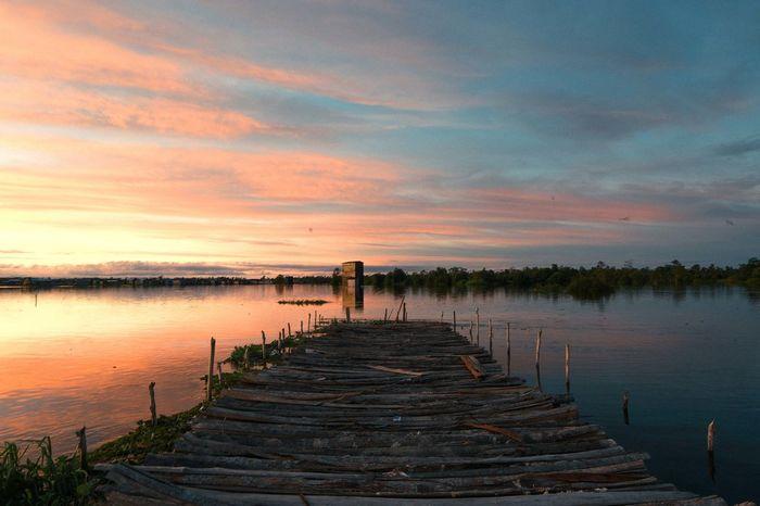Palangkaraya Water Sunset Lake Reflection Steps Sky Cloud - Sky Romantic Sky Horizon Over Water Steps And Staircases Shore Dramatic Sky Wave Atmospheric Mood Moody Sky Fishing Pole Calm