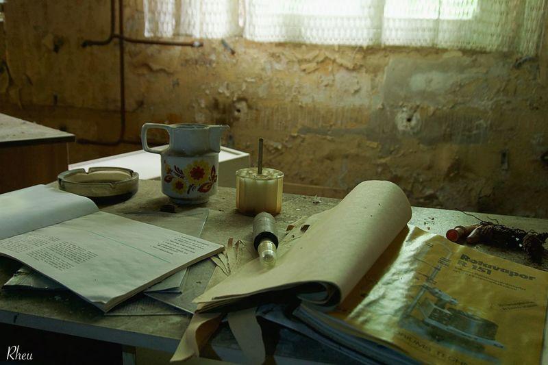 #rheu #sony SonyAlpha6000 Book Indoors  No People Paper Sonyalpha Table