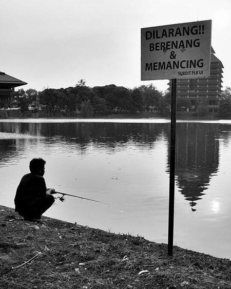 [stok lawas] secara logika, berenang dan memancing bukanlah sebuah kegiatan yang dapat dikerjakan secara bersamaan. Jadi lebih baik dilarang :D @human_interest.id @huminesia @pfijakarta @pewartafotoindonesia @fotograferindonesia @indonesia_photography @infia_fact @1000kata Humaninterestindonesia Hi_idindonesia Info_hiid Indonesia_photography Photo Photooftheday Photos Photochallenge Photographer Photoftheday Photograph Photoshop Photoofday Photobooth Photoadaychallenge Photobomb Photoshoot 1000kata Photolocker Photocollage Photooftheweek Photodaily Photogram Photoparade Photoday photomafia photowall snapthescene creativeandfunphotography